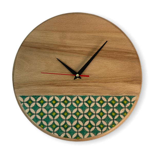 wall-clock-with-a-geometrical-pattern
