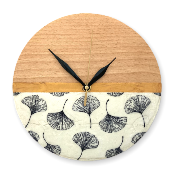wooden-wall-clock-with-ginkgo-leaves-drawing