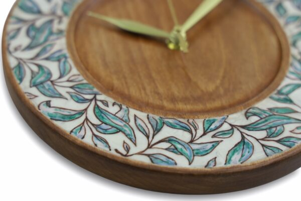 Wood-wall-clock-with-leaves-side